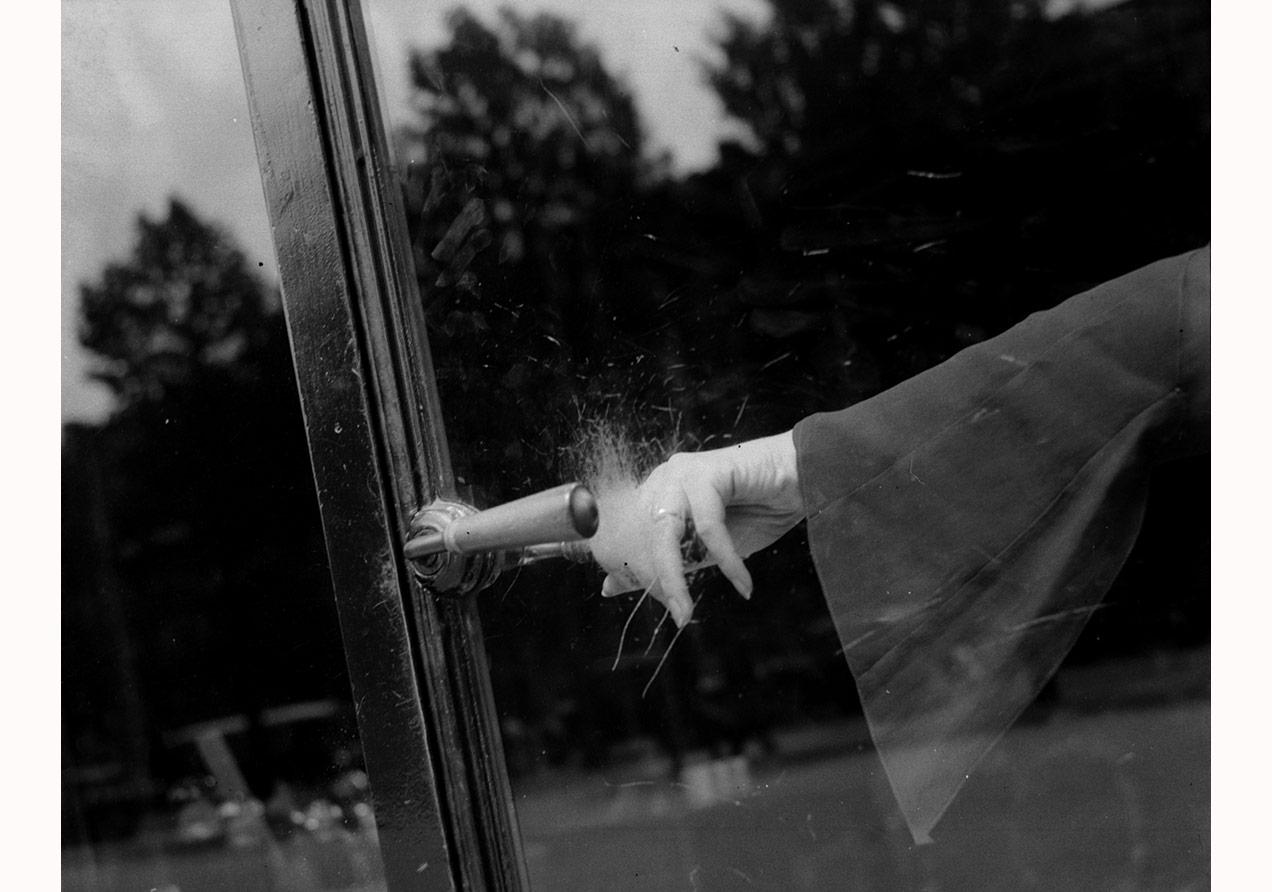 LeeMiller, İsimsiz (Patlayan El), Paris, Fransa, y.1930 ©LeeMillerArchives, İngiltere, 2015
