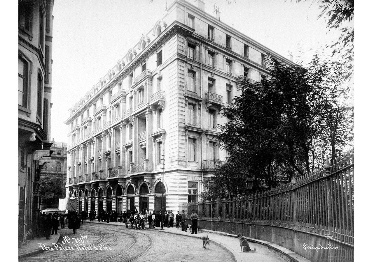 Pera Palas Oteli. Sebah & Joaillier, 19. yüzyıl sonu, Suna ve İnan Kıraç Vakfı Fotoğraf Koleksiyonu.