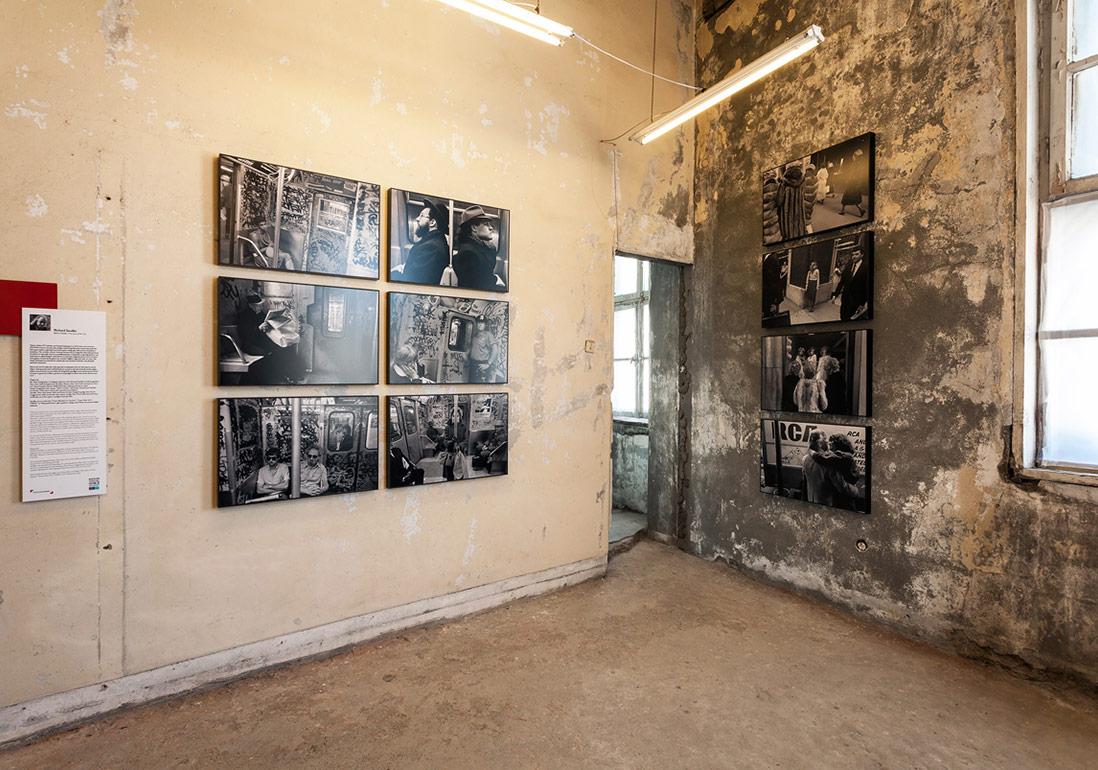 Richard Sandler'in yetimhanedeki 'Şehrin Gözleri' sergisinden genel görünüm [Fotoğraf: Korhan Karaoysal]
