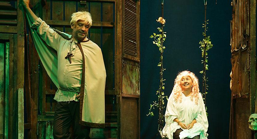 """""""Bir Baba Hamlet"""" KüçükÇiftlik Bahçe Tiyatrosu'nda"""
