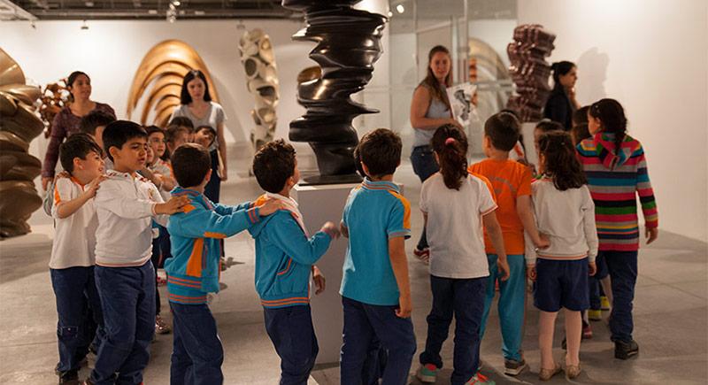 Çocukları Sanat Yolculuğuna Çıkaran Atölye: Duvardaki Karnaval