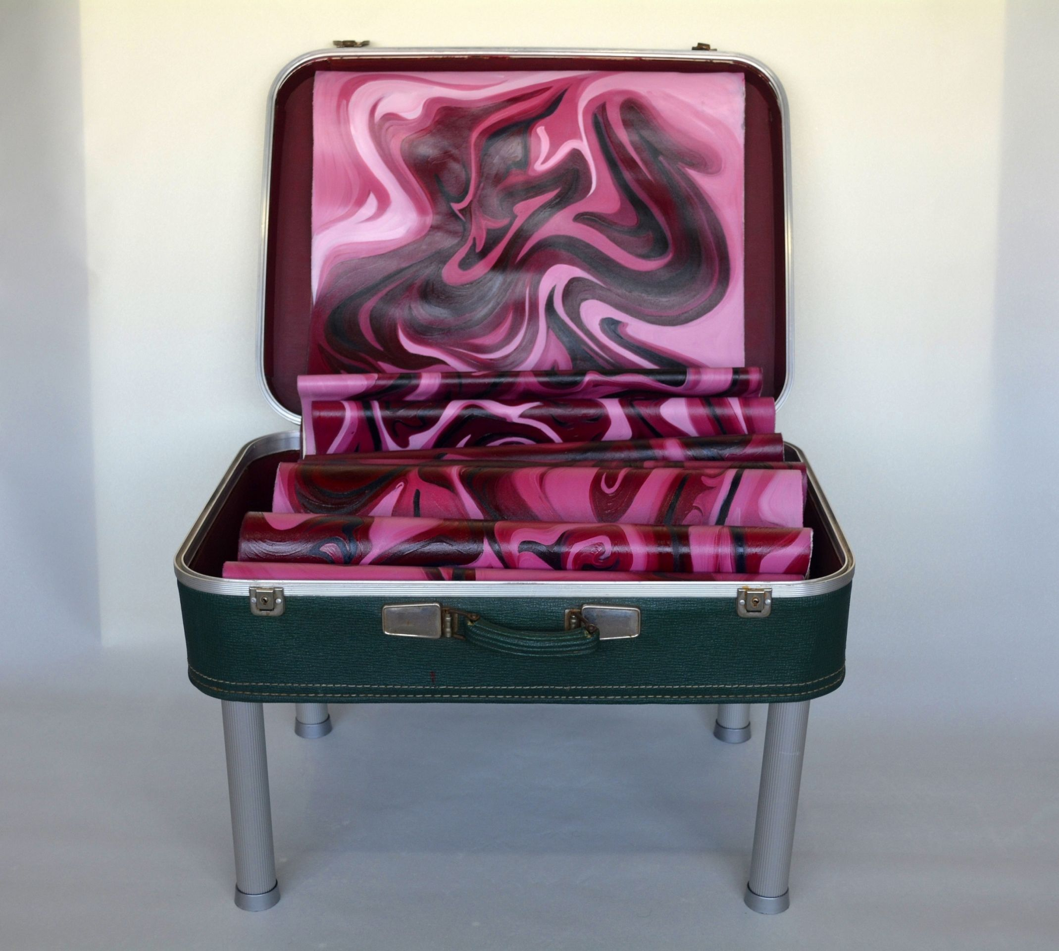 """"""" Sır / Secret """" Yerleştirme ( Buluntu Bavul Ham Keten Üzeri Yağlıboya Metal Ayaklar ) Değişken Ölçülerde"""